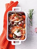 Gefüllter Mozzarella aus dem Ofen mit Bacon und Tomaten