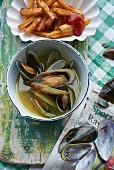 Green lipped mussels in pernot with fries