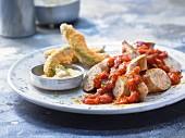 Currywurst mit Avocado-Pommes und Limettenmayonnaise