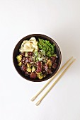 Poke bowl with tuna, ginger, avocado and seaweed (seen from above)