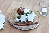 Kleine Advents- und Weihnachtsdeko auf Birkenscheibe : Zimtsterne