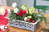 Kleiner Deko-Kasten mit Muster als weihnachtliche Tischdeko :