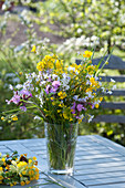 Wiesenstrauß :  Ranunculus acris ( Hahnenfuß, Butterblumen ), Silene dioica