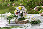 Kleine Sträußchen aus Narcissus ( Narzissen ), Viola cornuta