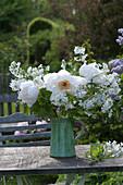 Weißer Duftstrauß mit Paeonia suffruticosa 'Sahohime' syn. 'Princess Saho'