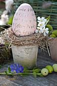 Keramik-Osterei mit Beschriftung :  Frohe Ostern