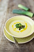 Leek soup with ginger and apple