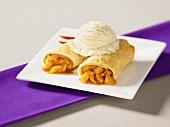 Apfel-Zimt-Wraps mit Vanilleeis