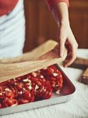 Gefüllte Paprika mit Feta vorbereiten