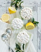 Zitronencupcakes mit Baiserhaube (Aufsicht)