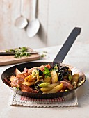 Potato hash with bacon, onion and apple (Austria)