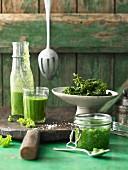 Grünkohlchips, Smoothie und Pesto