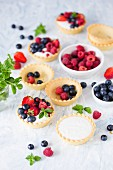 Mini tarts with vanilla cream and summer fruits