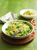 Spaghetti mit Rucola, Chilli und Zitrone