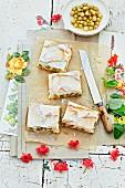 Thuringian gooseberry meringue cake