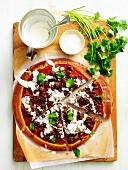 Marokkanische Lammfleisch-Pizza