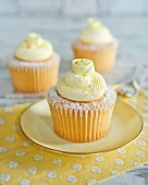 Cupcakes with lemon cream topping