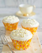 Cupcakes with cream and sugar flowers