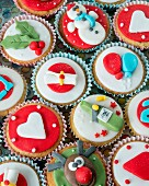 Different cupcakes for Christmas and a birthday party