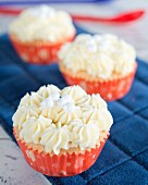 Cupcakes with buttercream and white sugar pearls