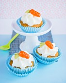 Cupcakes with marzipan carrots