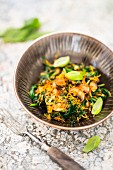 Spinach with mushrooms, grated carrot and basil