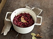 Red cabbage with apple and a bay leaf
