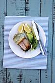 Tinned tuna, lettuce and lemon