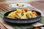 Cauliflower curry with carrots and ginger