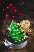 Weihnachtsplätzchen im Emailletopf