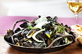 Steamed mussels in garlic sauce