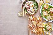 Cäsarsalat mit Hähnchenbrust, mit Garnelen und als Club Sandwich
