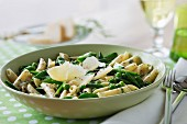 Penne with peas and green beans