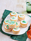 Zitronen Cup Cakes mit Zuckerglasur