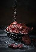 Rote-Bete-Chips mit Meersalz