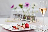 Pannacotta mit Erdbeeren zu Ostern