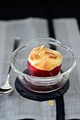 Gebackener Pfirsich mit Mandelblättchen