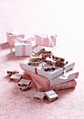 Weisses Nougat-Konfekt mit Cranberries, Marshmallows und Pistazien