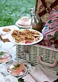 Rhabarber-Streusel-Schnitten zum Picknick