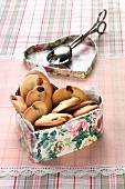 Butter biscuits with raisins in a biscuit tin
