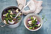 Burn-Suppe mit Blumenkohl, Bohnen und Rotkohl