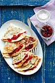 Pfannkuchen mit Kirschmarmelade