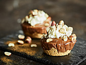 Small cheesecakes with cream cheese and chocolate-hazelnut spread