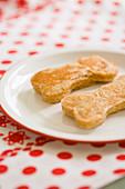 Dog Food - Kefir-Mais-Kekse in Knochenform (Hundekekse)