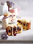 Kirsch-Streusel-Teekuchen mit Vanillesauce