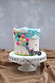 Pfirsich-Hibiskus-Torte mit Luftballons
