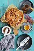 Herbstkuchen mit Pflaumen und Kokosnuss