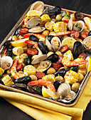 Clam bake on an oven tray (USA)