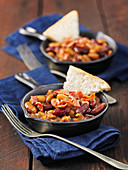 Slow Cooked Baked Beans mit Toastecken