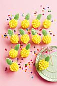 Kleine Ananas-Cupcakes